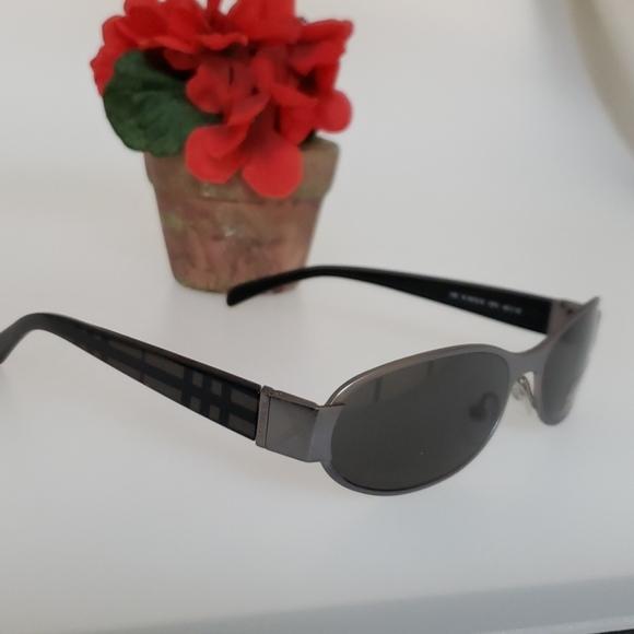 Burberry vintage shades